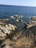 Costa dos azuis celestes do mar Mediterrâneo da Espanha fotografia de stock royalty free