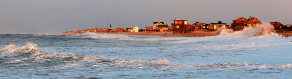 Costa dos Long Island que está sendo golpeada por ondas Imagem de Stock