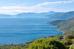Costa e montagne dell'isola di Cres Fotografie Stock Libere da Diritti