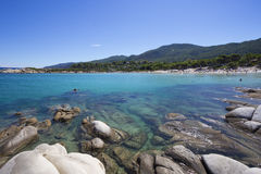 Costa e montanhas gregas de mar imagens de stock