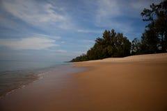 Costa e ondas em Tailândia Fotografia de Stock