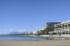 Costa e praia de Marbella, a Andaluzia do sul, igualmente conhecida como Costa del Sol, Espanha fotos de stock