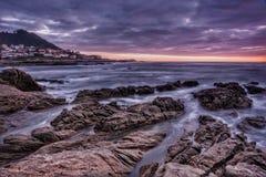 Costa e tramonto Fotografie Stock Libere da Diritti