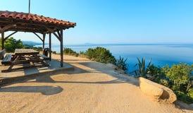 Costa egeia da manhã, Sithonia, Grécia foto de stock royalty free