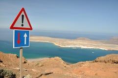 Costa em Lanzarote com Isla Graciosa Fotografia de Stock Royalty Free