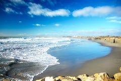 Costa costa en Saintes-Maries-de-la-Mer, Camargue, Francia imagen de archivo