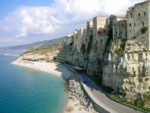 Costa escarpada en Calabria, Italia fotos de archivo