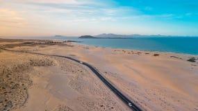 Costa este de la visión aérea de Fuerteventura imagenes de archivo