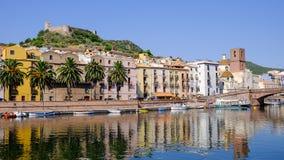 Costa för område Sa, flod Temo och slotten Serravalle Bosa, Arkivfoton