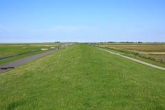 Costa idílica en la provincia Frisia, los Países Bajos Imagen de archivo