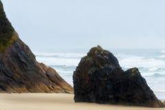 Costa Intertidal de Oregon das rochas da praia do Arcadia imagem de stock