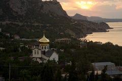 Costa meridional de Crimea, Noviy Svet, salida del sol Foto de archivo libre de regalías
