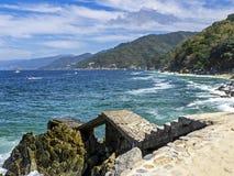 Costa messicana dell'oceano Pacifico con il pilastro fotografia stock libera da diritti