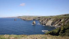Costa norte bonita de Cornualha para Boscastle de Tintagel vídeos de arquivo