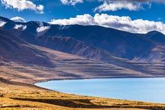 Costa norte do lago de Tangra Yumco Imagens de Stock Royalty Free