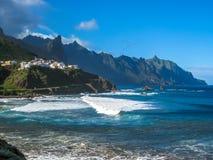 Costa norte dos penhascos de Tenerife imagem de stock royalty free