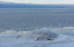 Costa, o Golfo da Finlândia, gelo, inverno, neve, Kotlin, Kronstadt, Ru Foto de Stock