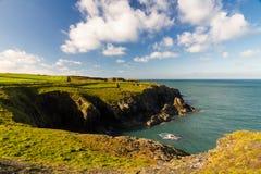 Costa oeste de País de Gales cerca de Porthgain Fotos de archivo libres de regalías
