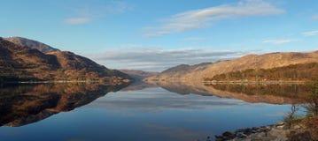 Costa ovest del lago di mare di Ailort del lago, Scozia Fotografia Stock Libera da Diritti