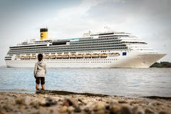 Costa Pacifica i Hamburg Arkivbilder