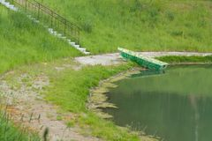 A costa perto da lagoa imagens de stock royalty free