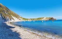 Costa popular de Oceano Atlântico da angra de Lulworth, Dorchester, Inglaterra, Imagem de Stock