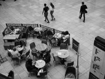 Costa przy Uroczystym arkady centrum handlowym w Cambridge w czarny i biały zdjęcia royalty free