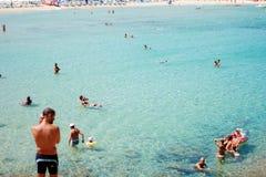 Costa Reja Włochy, Sierpień, - 25: Niezidentyfikowani ludzie w plażowym calle Zdjęcie Royalty Free