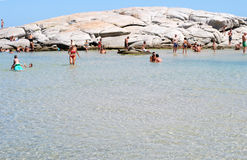 Costa Reja Włochy, Sierpień, - 25: Niezidentyfikowani ludzie w plażowym calle Obraz Royalty Free