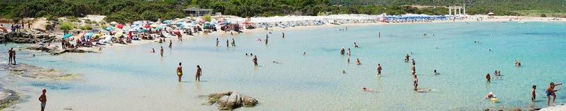 Costa Reja Włochy, Sierpień, - 25: Niezidentyfikowani ludzie w plaży Obrazy Stock