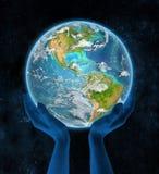 Costa Rica op aarde in handen Royalty-vrije Stock Foto