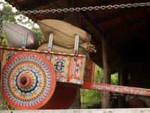 Costa Rican Rind-Wagen lud mit Kaffeebeuteln lizenzfreie stockfotografie