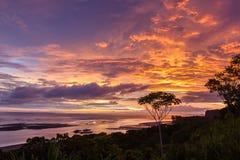 Costa Rican Sonnenuntergang lizenzfreie stockfotos