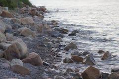 Costa rocciosa del lago bear Fotografie Stock Libere da Diritti