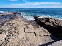 Costa rocciosa del mar Caspio immagini stock libere da diritti