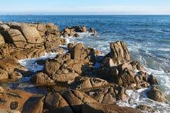 Costa rocciosa di Lesconil Fotografia Stock Libera da Diritti