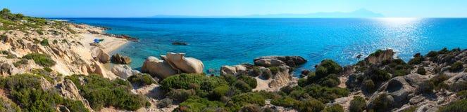 Costa rocciosa di Sithonia di estate, Grecia Fotografia Stock Libera da Diritti