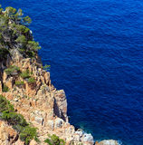 Costa rocciosa Spagna del mare di estate Immagini Stock Libere da Diritti