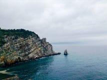 A costa rochosa Imagens de Stock