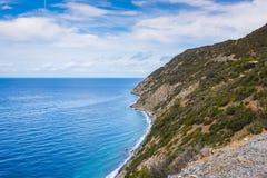 Costa rochosa da ilha da Ilha de Elba fotos de stock