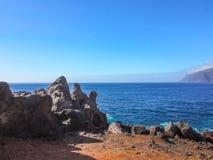 Costa rochosa de Tenerife em Puerto de Santiago, Tenerife fotos de stock