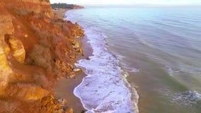 Costa rochosa do mar video estoque