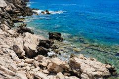 Costa rochosa do mar Foto de Stock Royalty Free