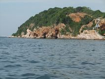Costa rochosa do nocaute-lan da ilha em Pattaya, Tailândia foto de stock royalty free