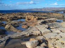 Costa rochosa em Akamas, Chipre Fotografia de Stock Royalty Free