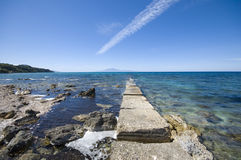Costa rochoso do mar Fotografia de Stock Royalty Free