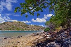 Costa rocosa de la isla de Pinel, francés San Martín Imagenes de archivo