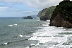 Costa rugosa en la playa de Polulu, isla grande, Hawaii Foto de archivo