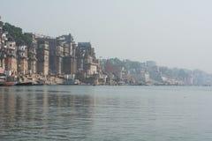 Costa sagrado de Ganges - Varanasi, Índia imagem de stock royalty free