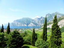 Costa septentrional del lago Garda, Italia fotografía de archivo